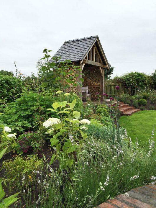 Pretty 'english' garden planting