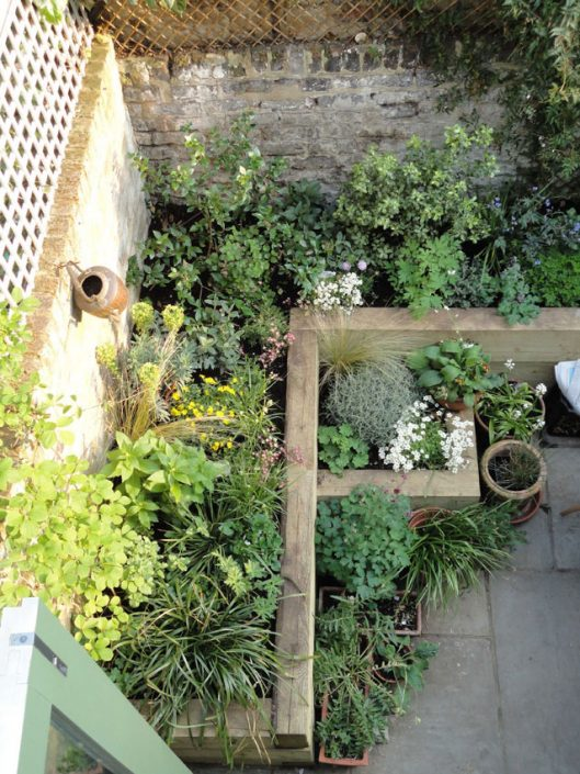 Timber sleepers for raised beds – Garden Design by Antonia Schofield