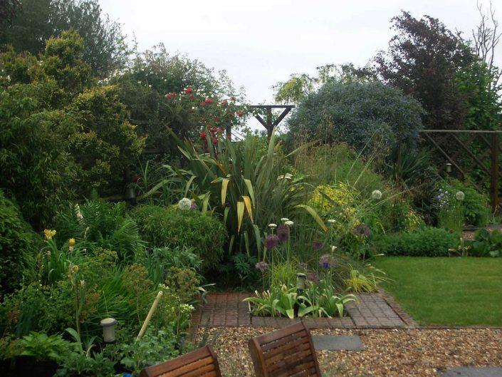 Angled borders by Antonia Schofield, Garden designer